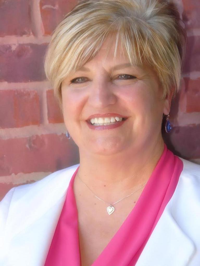 Julie Henderson Profile Image