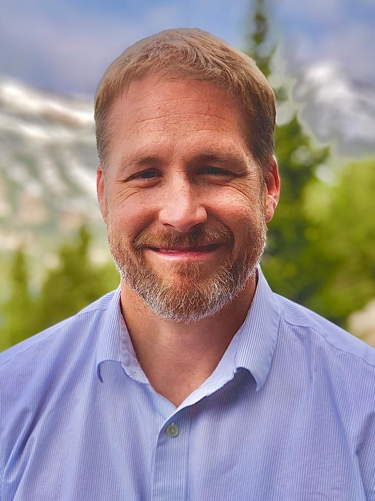Chris Young Profile Photo