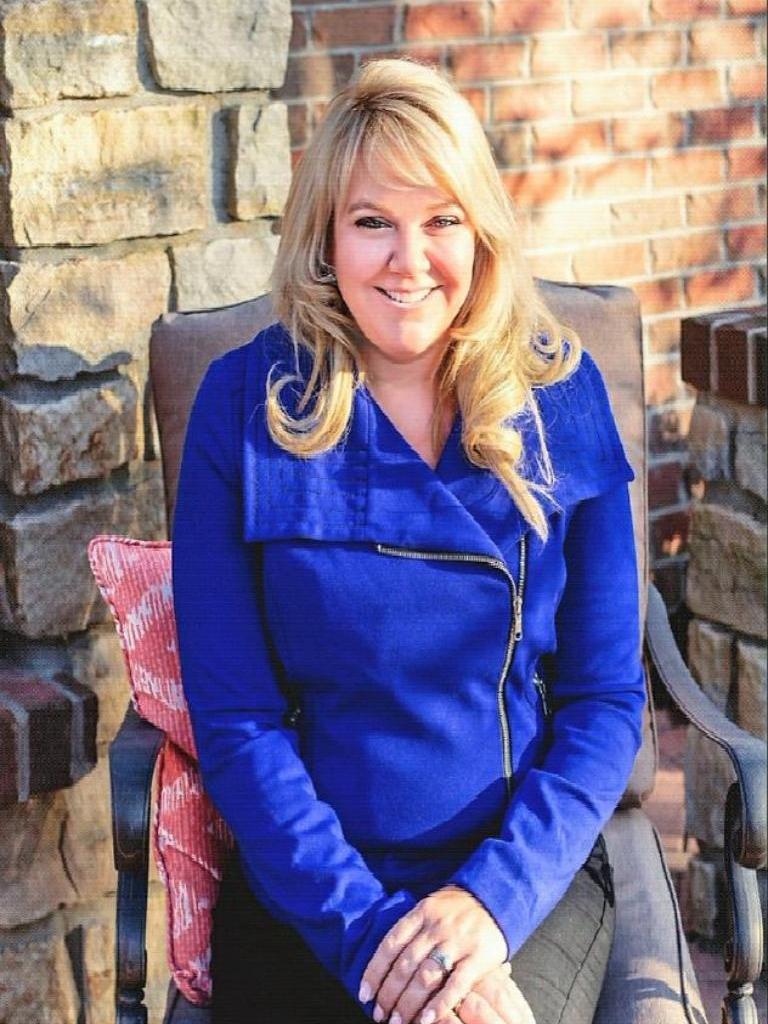 Holly Robbins