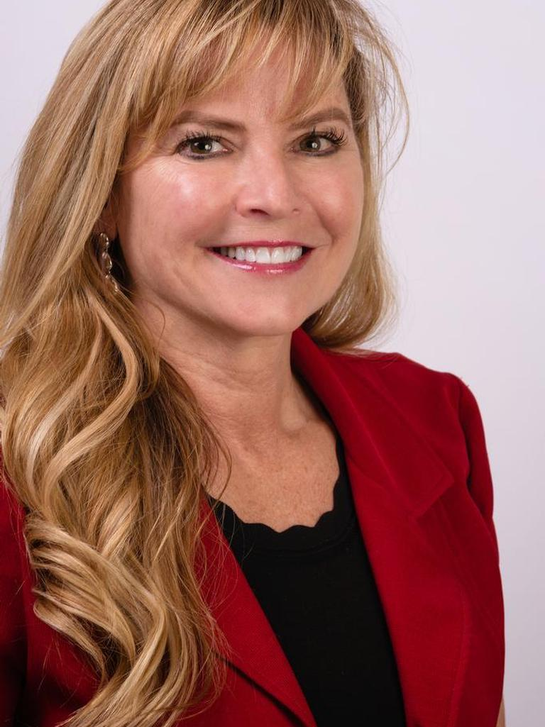Lisa Dunham Profile Image