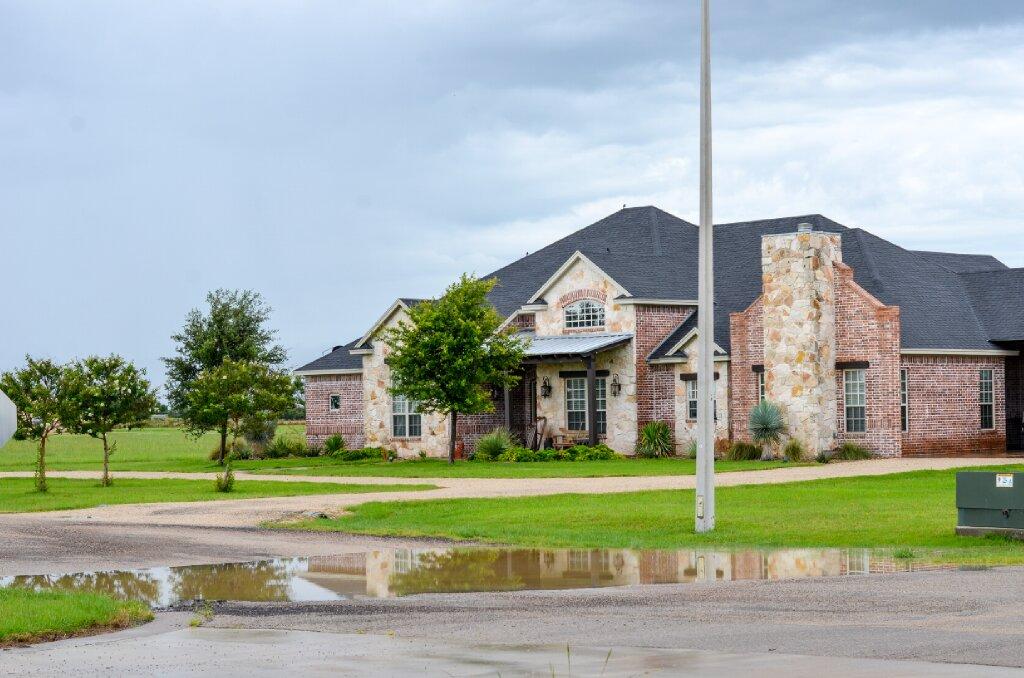 San Angelo Real Estate Lifestyle Photo 01