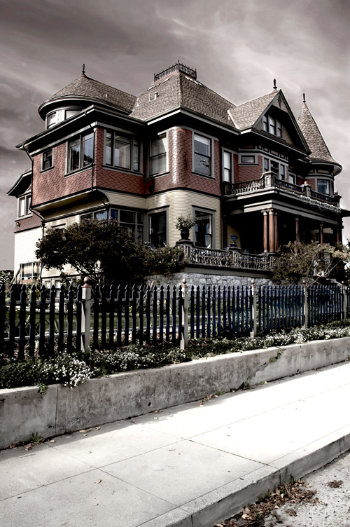 5 Signs Your House is Haunted Main Photo