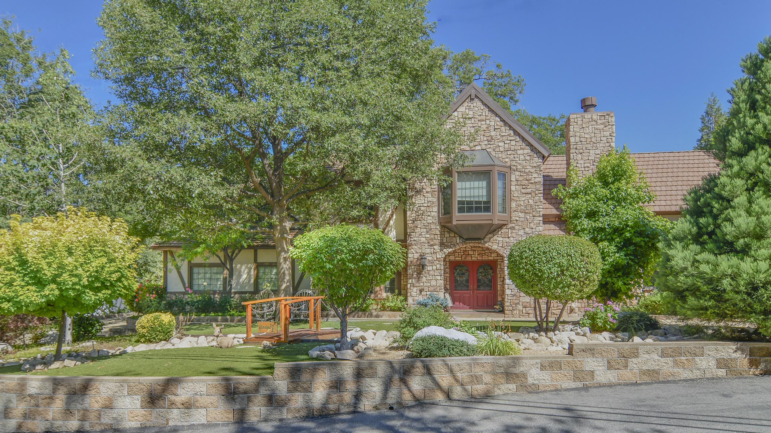 Blue Jay Real Estate Lifestyle Photo 03