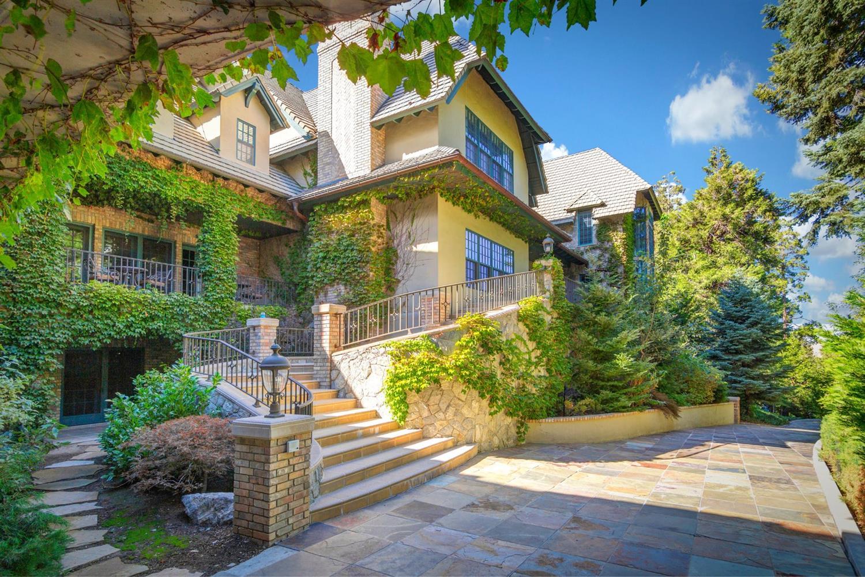 Blue Jay Real Estate Lifestyle Photo 05