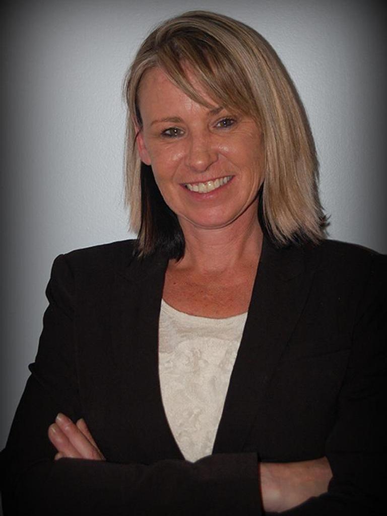 Elizabeth Hill Profile Image